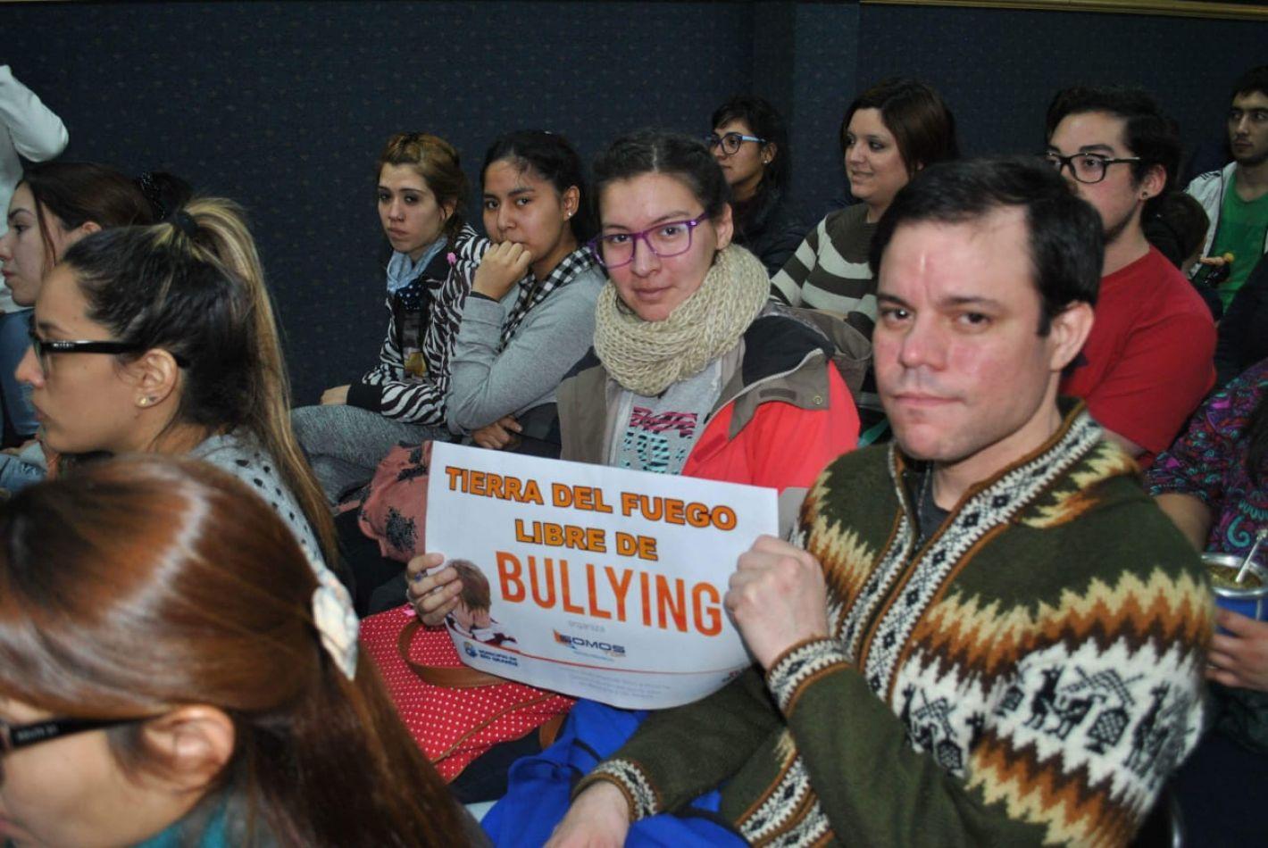 """Se realizó la charla debate """"Tierra del Fuego libre de Bullying"""""""