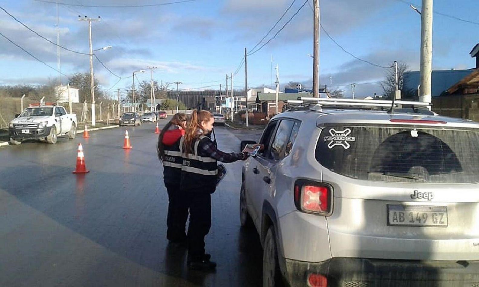 Intenso trabajo del personal de Tránsito en Tolhuin.