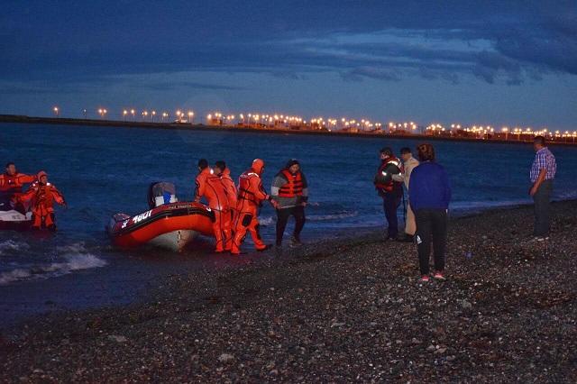 Prefectura rescató a dos pescadores en la zona de Punta Popper