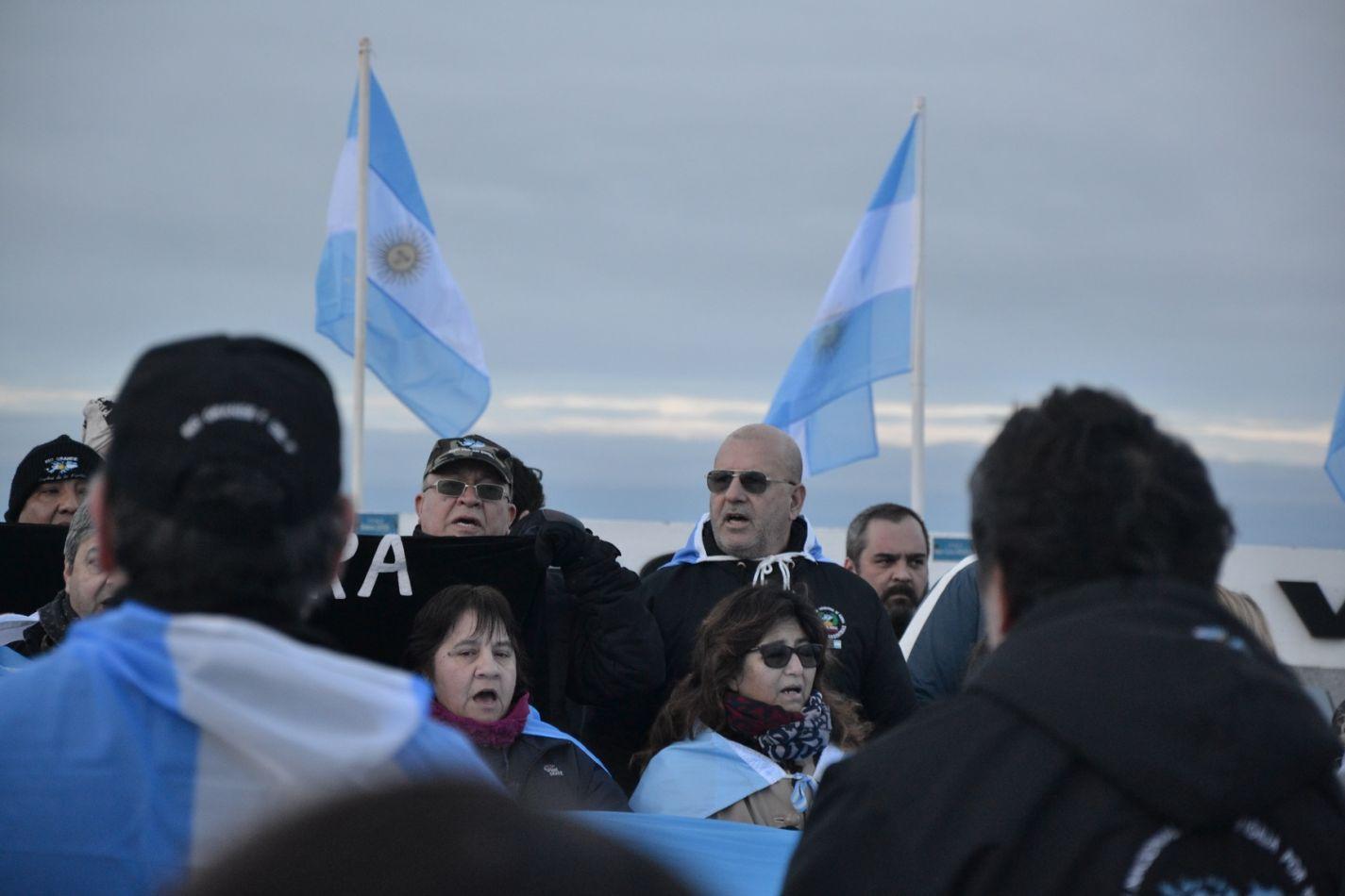 Veteranos de guerra marcharon en defensa de la Soberanía de Malvinas