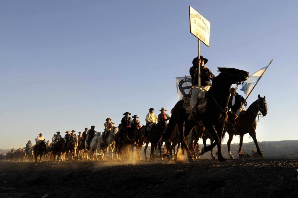 Gauchos fueguinos retomaron las cabalgatas por la Fiesta del Ovejero