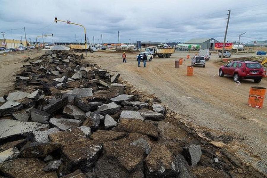 Continúa la construcción de la rotonda de acceso a chacra XIII