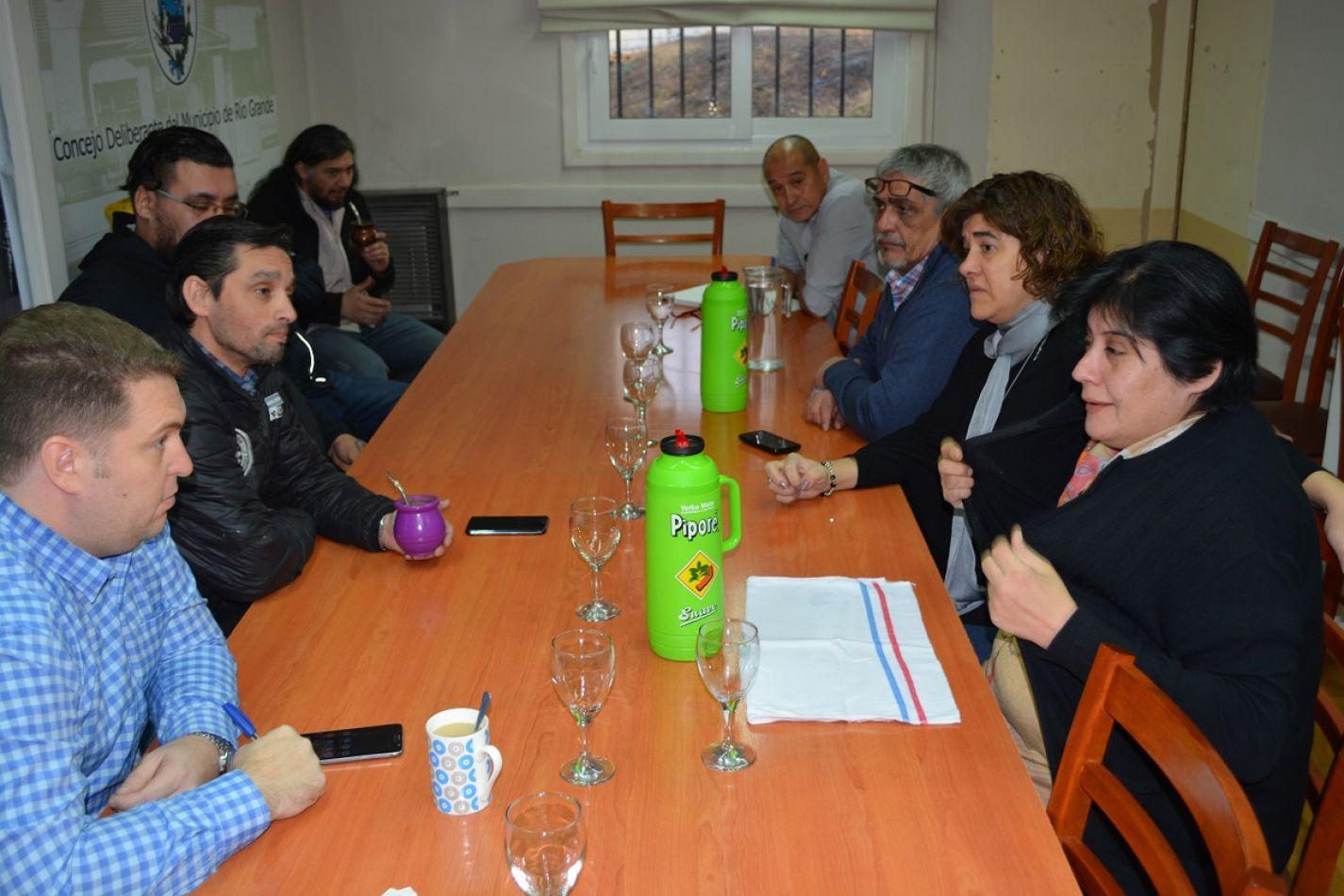 Concejales junto a dirigentes de la UOM.