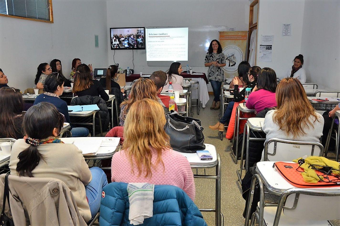 Laura Riveira capacitó a Trabajadores Sociales provinciales.