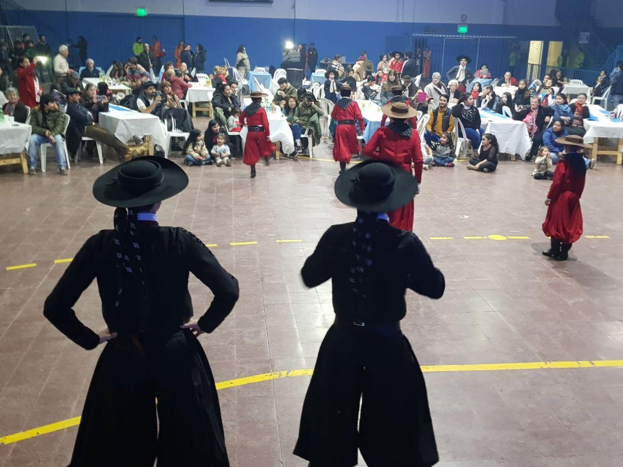Velada Folklórica en el Club San Martín