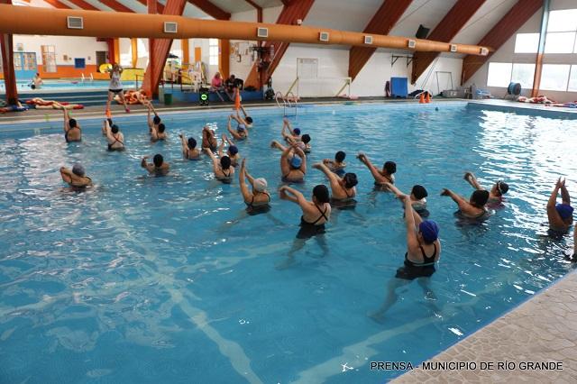 Nueva jornada de Aquazumba en el natatorio municipal Eva Perón