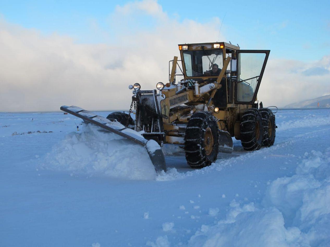 Máquinas trabajan intensamente en toda la provincia.
