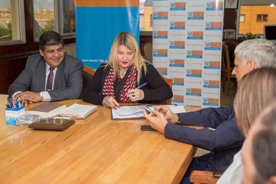 Gobierno firmó acuerdo de precios con librerías de toda la provincia