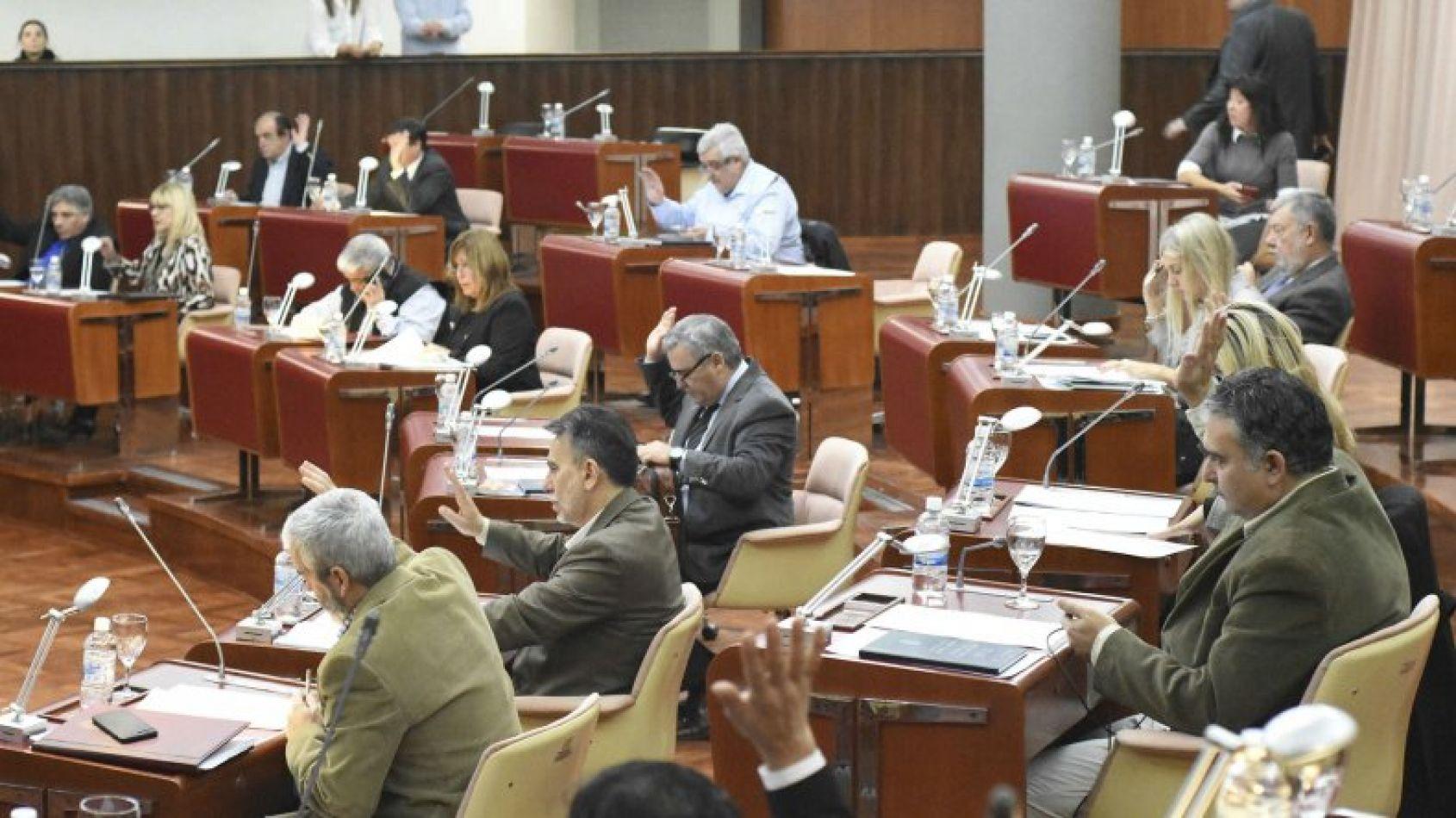 Se aprobó ayer por unanimidad la ley de Emergencia Comercial en la Legislatura de Chubut