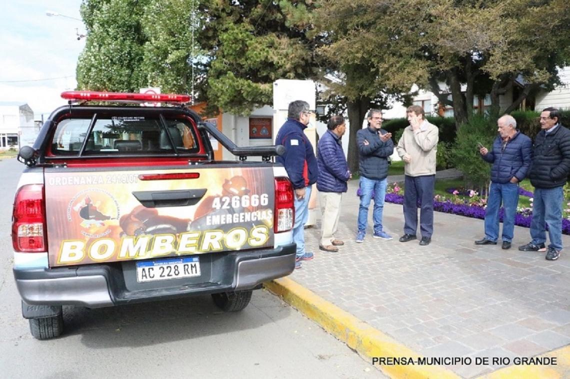 Bomberos voluntarios presentaron la nueva unidad adquirida con subsidio municipal
