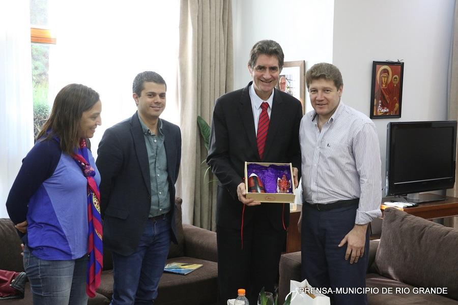 El intendente Melella recibió al asesor Cultural de la Embajada de Francia