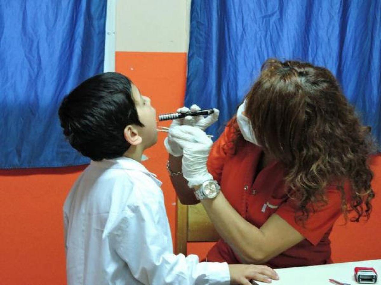 Controles de salud a alumnos de escuelas de Río Grande