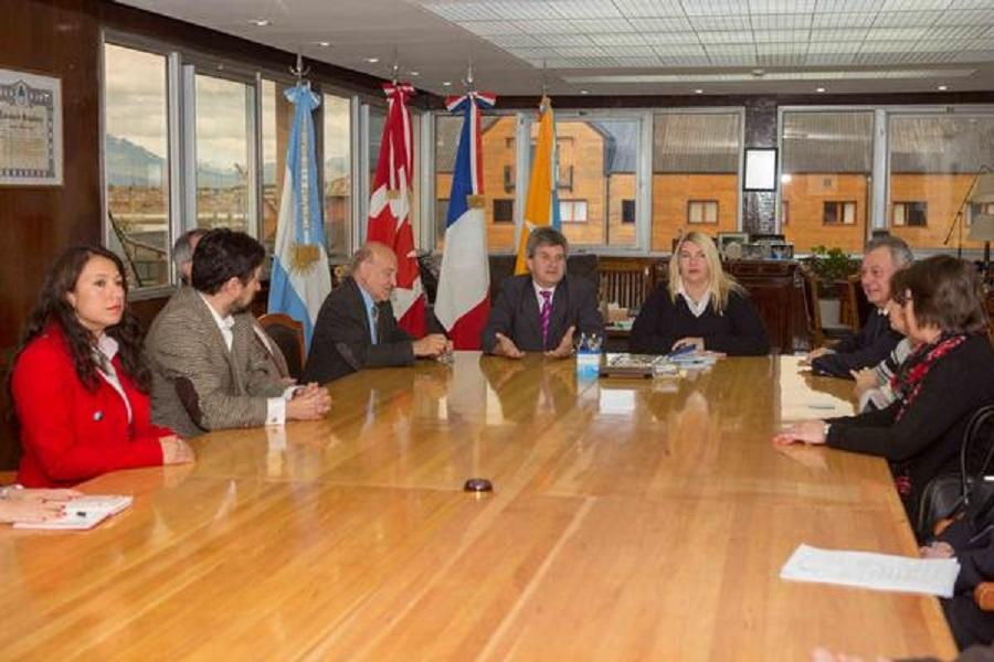 Con técnicos de Canadá y Francia, analizan establecer un Observatorio Ambiental