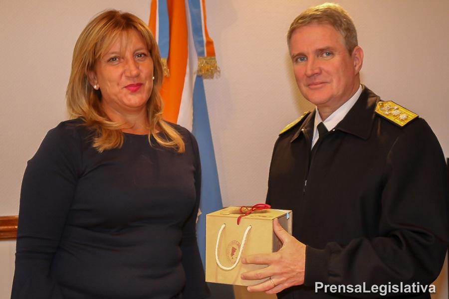 Martínez recibió la visita del nuevo Comandante del Área Naval Austral