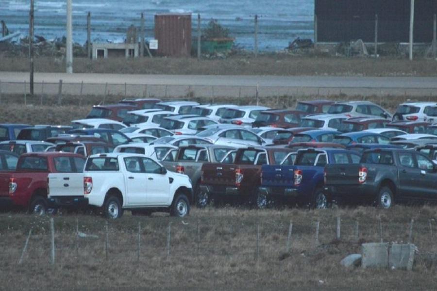 Rossi busca que tributen los autos que cumplan un año de ingresados a la isla