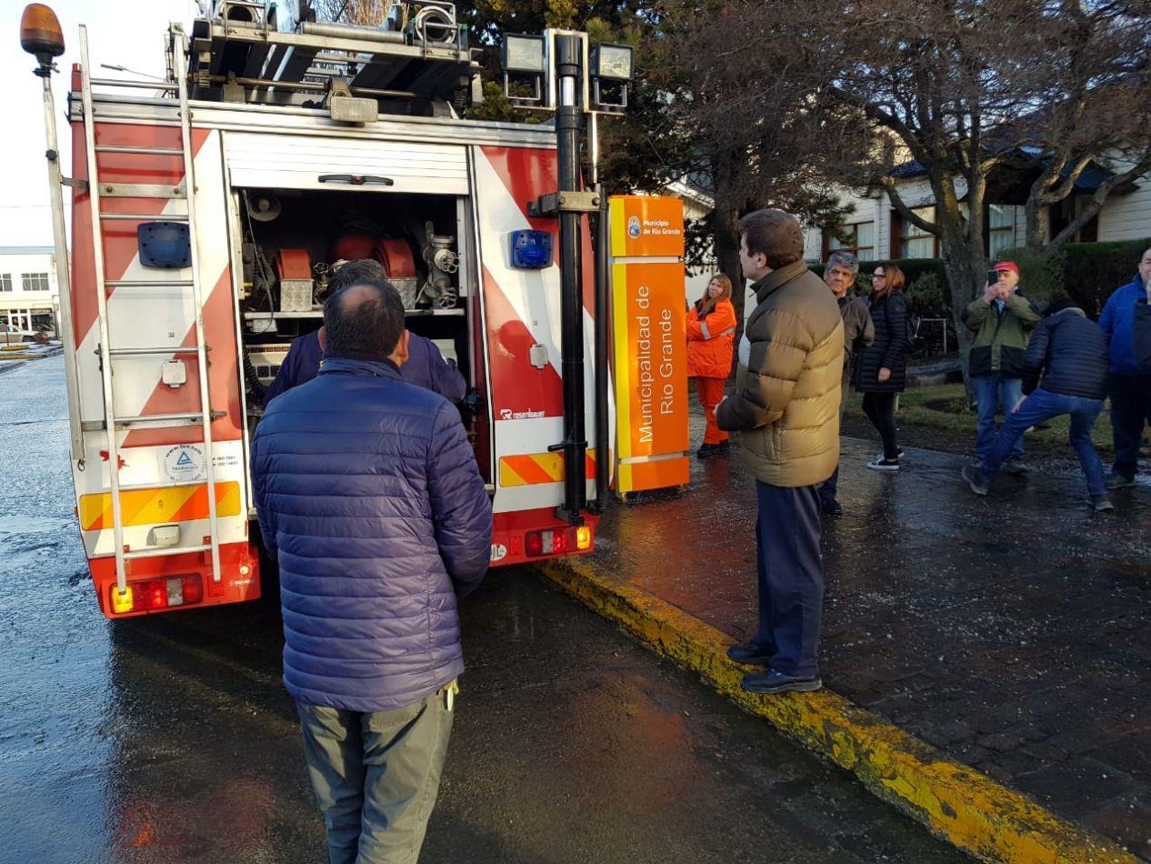 Bomberos Voluntarios de Río Grande presentaron al Intendente la nueva unidad adquirida con el subsidio municipal