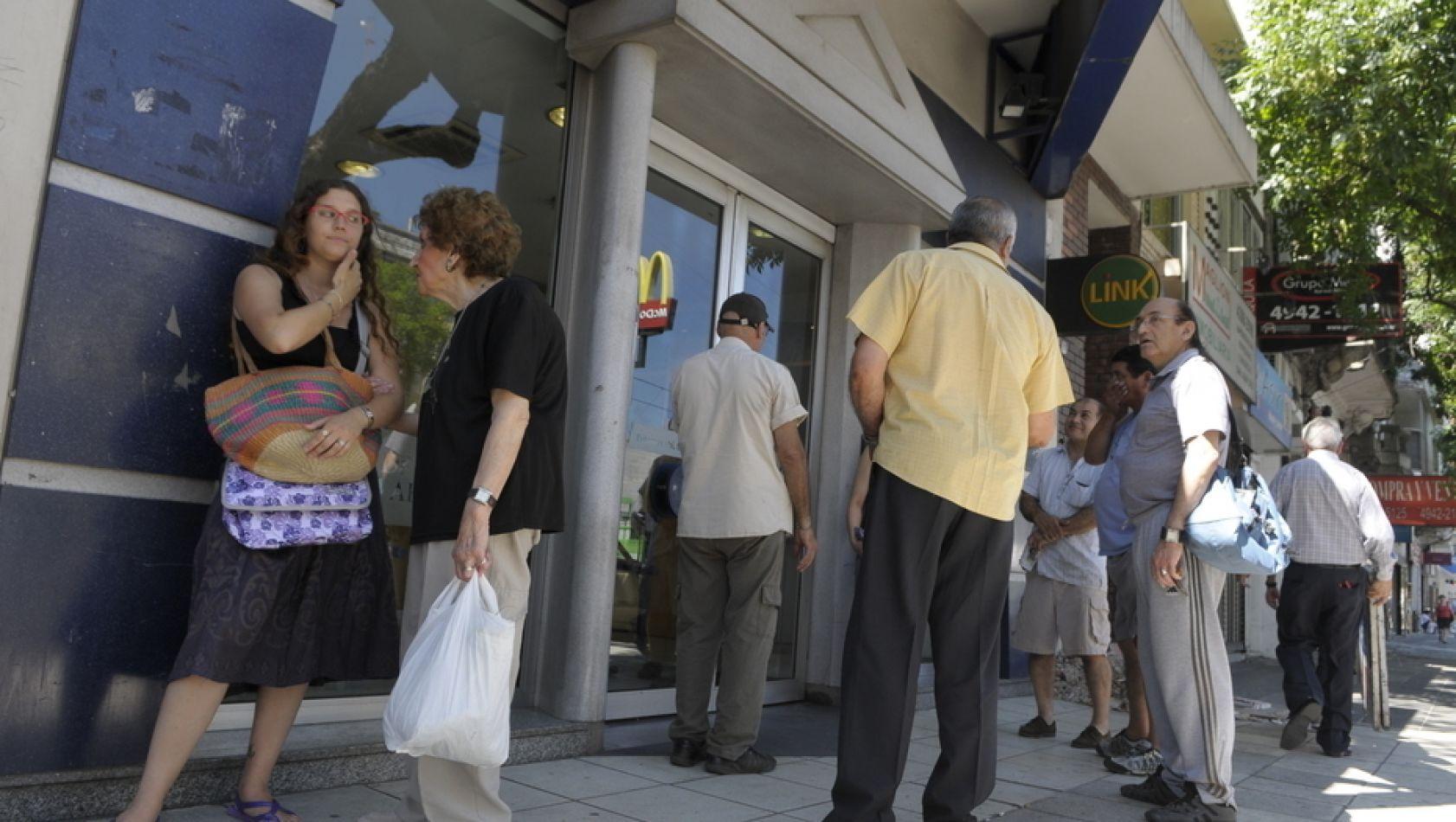 Este mes habrá un aumento de hasta $ 101 para más de un millón de jubilados y pensionados