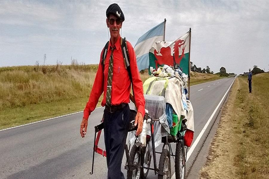 60 años y camina rumbo a Alaska, desde Tierra del Fuego.