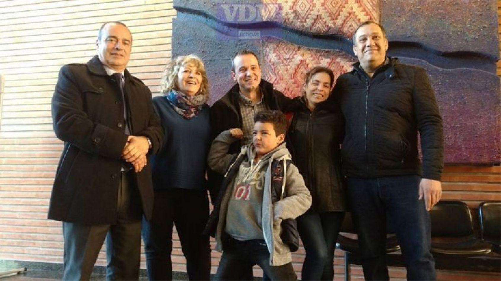 Joaquín, junto a familiares y legisladores.