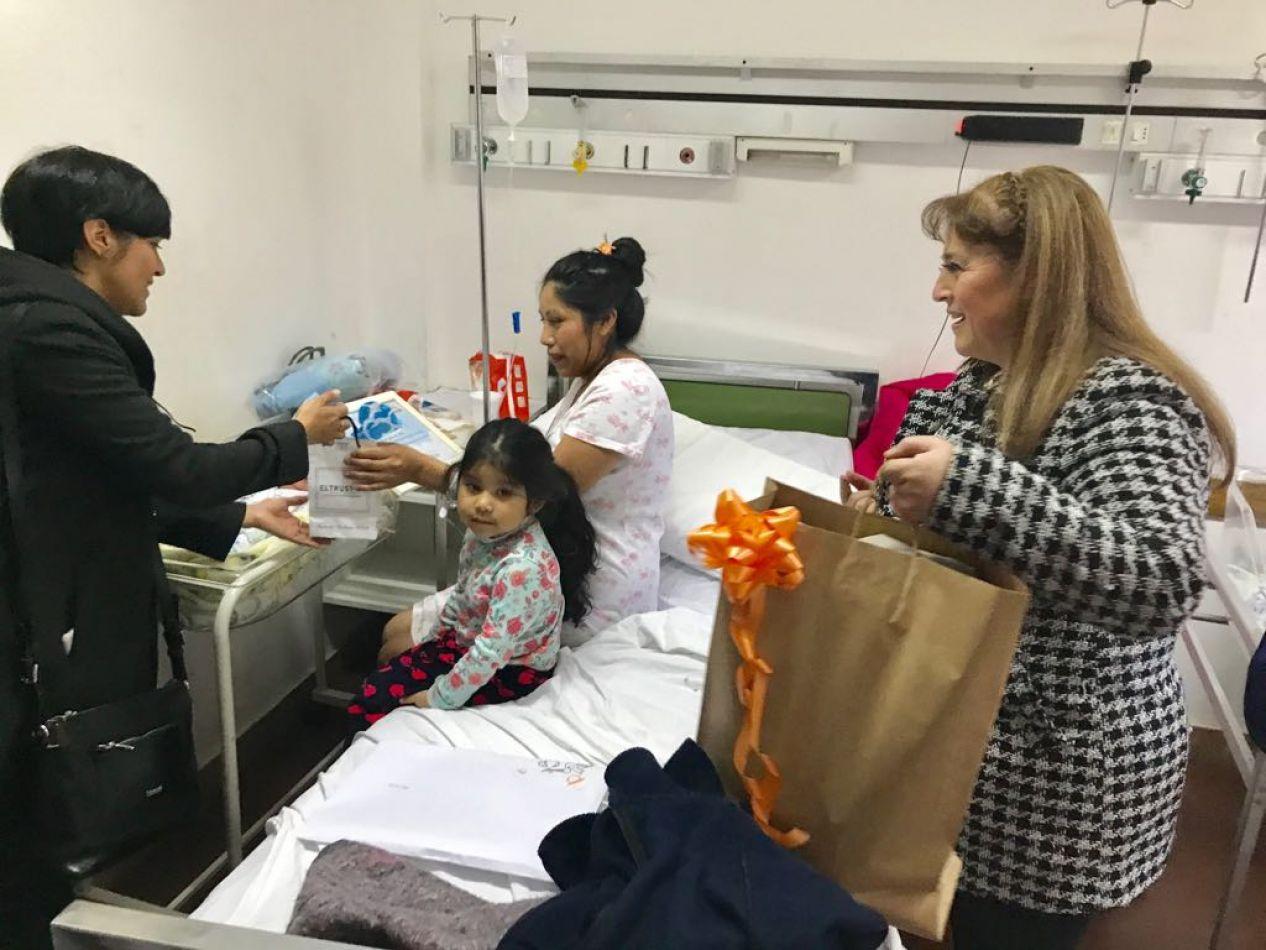 El municipio hizo entrega de presentes al primer bebé nacido el 11 de julio