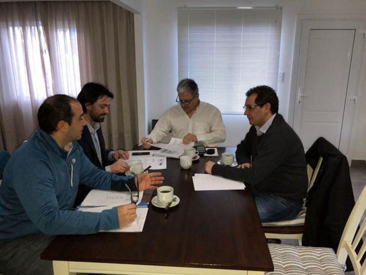 el presidente de la DPOSS, Guillermo Worman, y sus pares del IPV y de la DPE, Gustavo Vázquez y Alejandro Ledesma