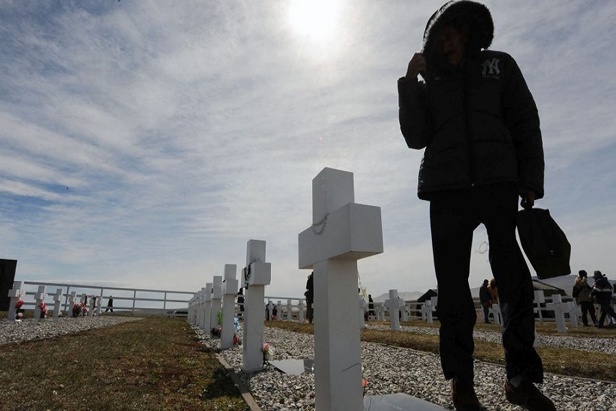 Despiden a familiares de caídos en Malvinas que visitarán Darwin