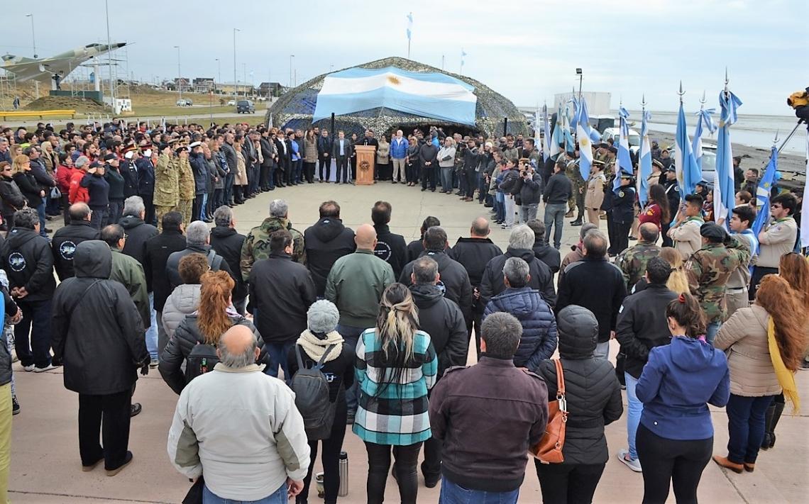 Inauguraron la Carpa de la Dignidad a orillas del mar argentino