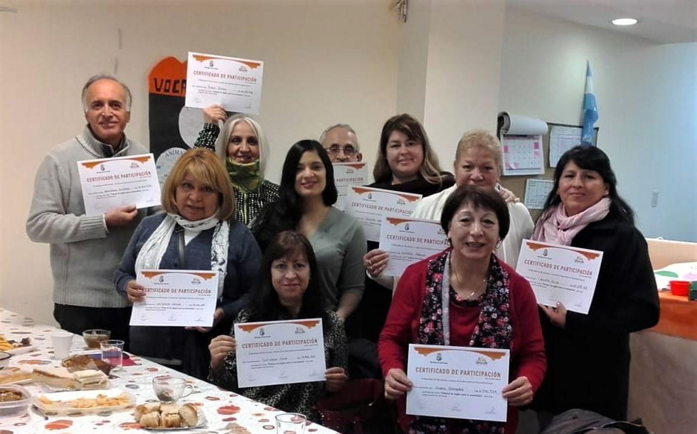 Alumnos recibieron los certificados de participación del taller de inglés