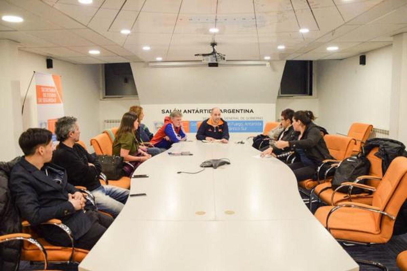 Gobierno y asociaciones coordinan acciones para los Juegos Evita y Araucanía