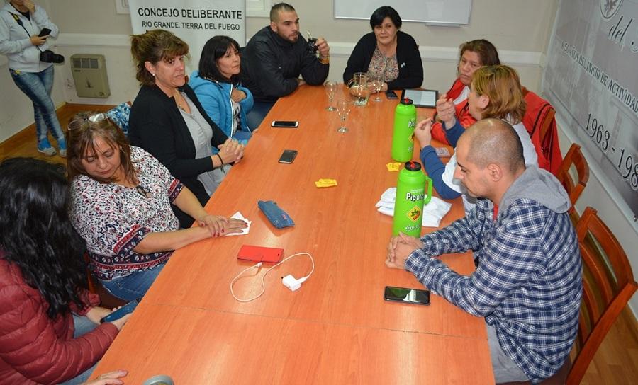 Las ediles Mora y González recibieron a familiares de chicos con TEA