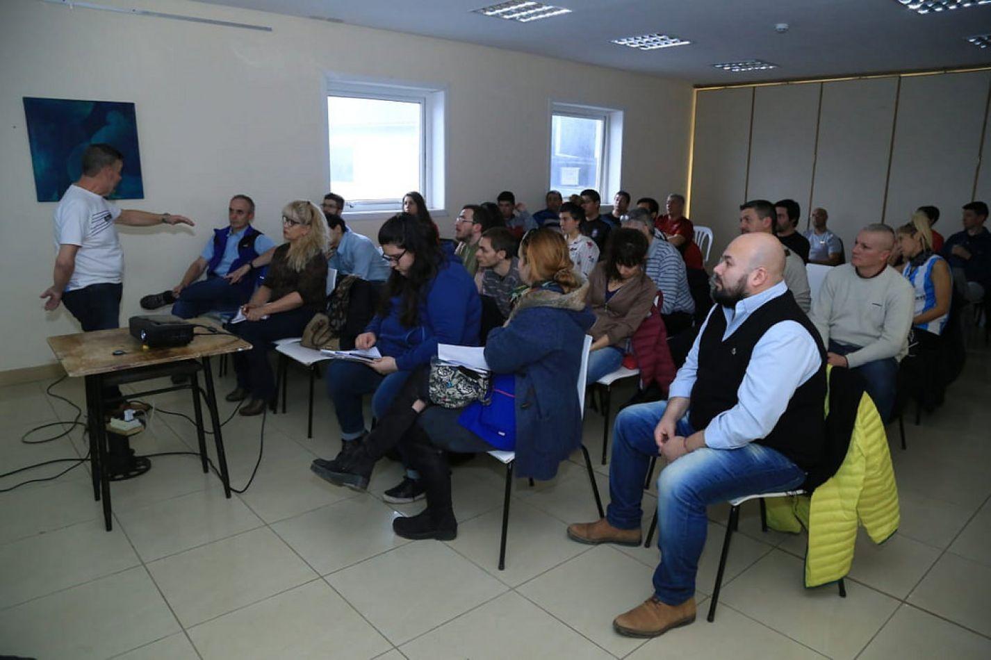 Capacitación sobre Inclusión Social a profesores de Educación Física