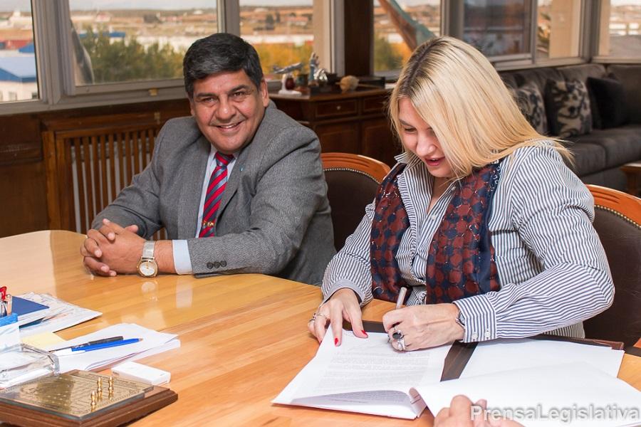 Arcando participó de la firma de un nuevo contrato de obra