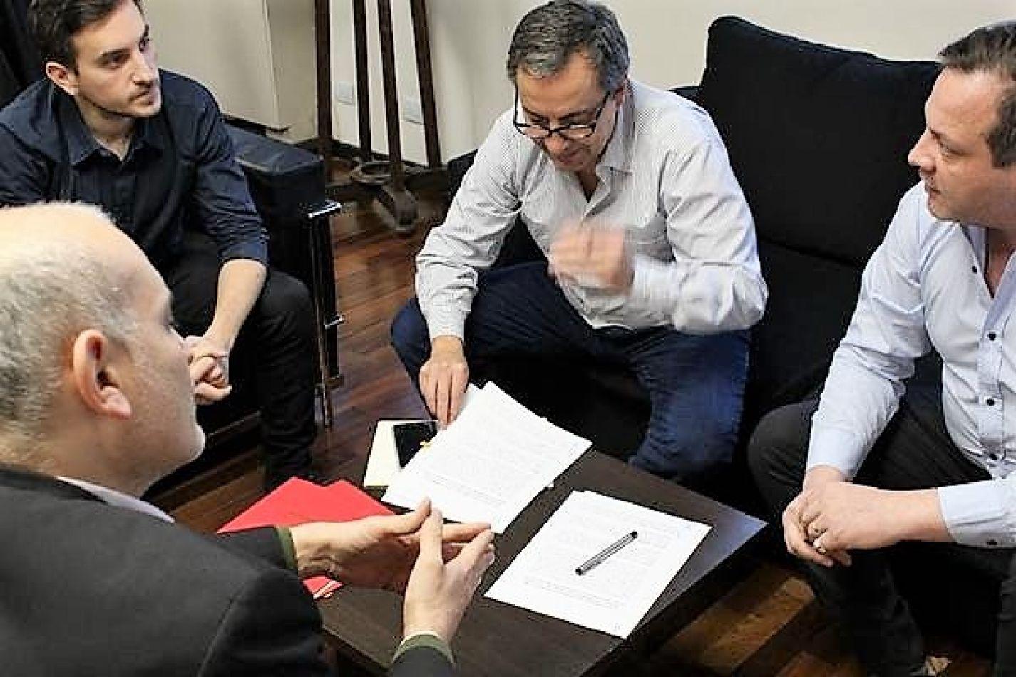 El secretario de Estado de Seguridad, Javier Eposto, durante la firma del convenio.