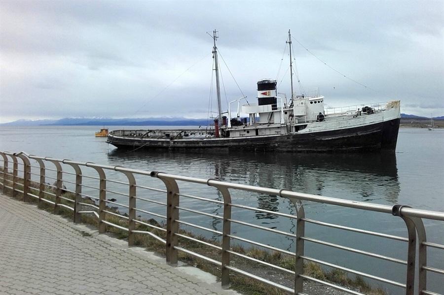 Intentarán salvar al Saint Christopher, el barco varado hace 64 años en el canal de Beagle
