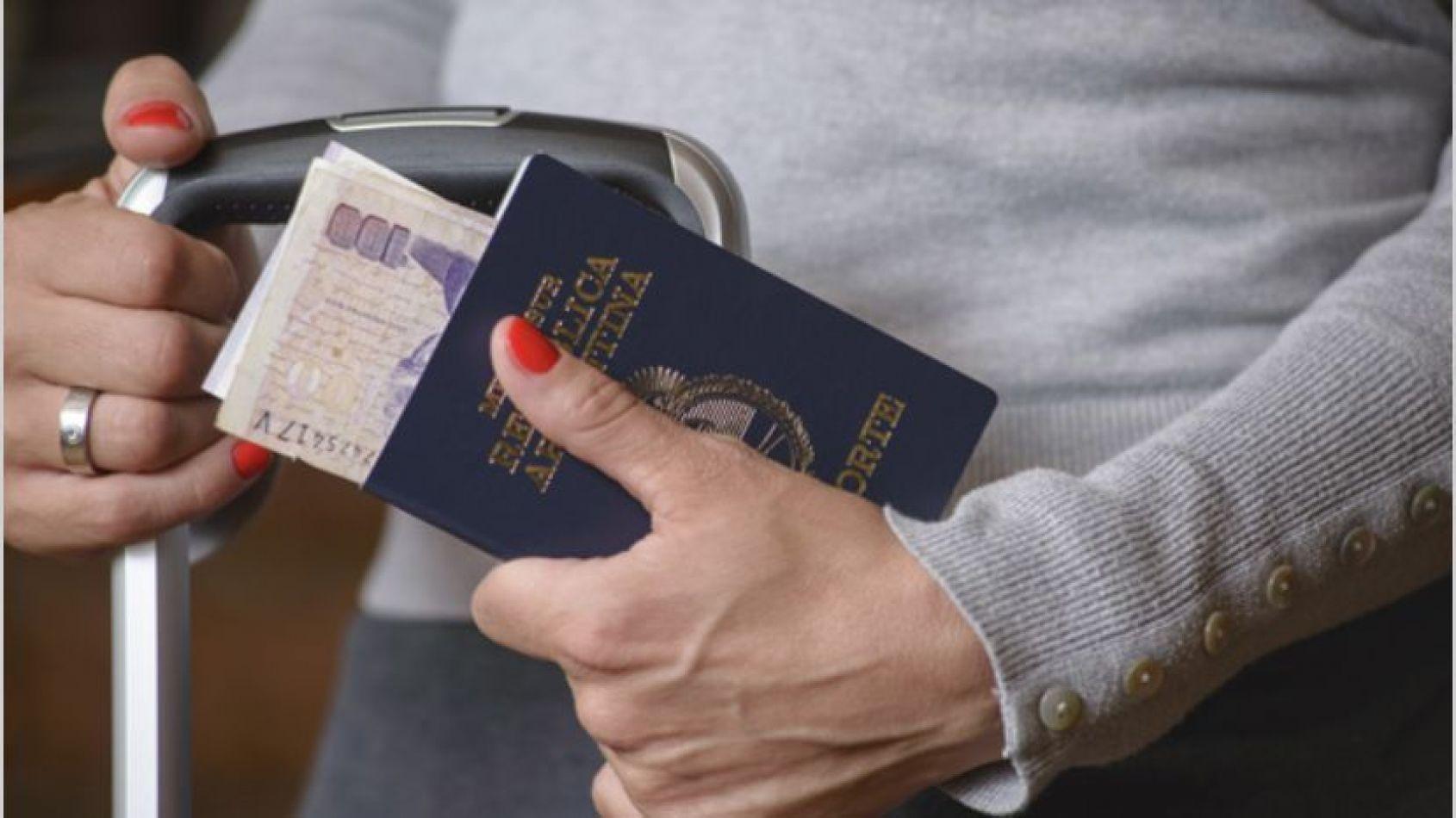 El trámite para renovar el pasaporte pasará de $950 a $1500 y el del DNI, de $100 a $300