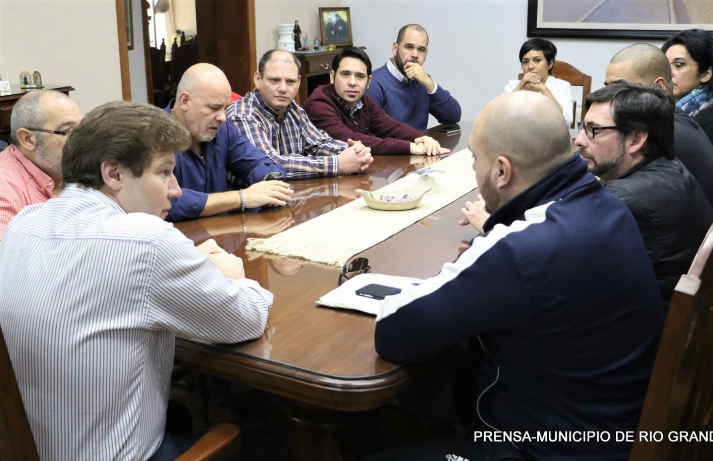 El Intendente Gustavo Melella, acompañado con distintos representantes de la CGT de Río Grande