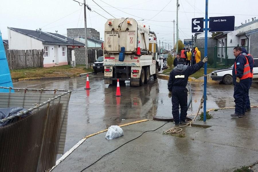 Obras Sanitarias realizó tareas de mantenimiento y desobstrucción de la red cloacal