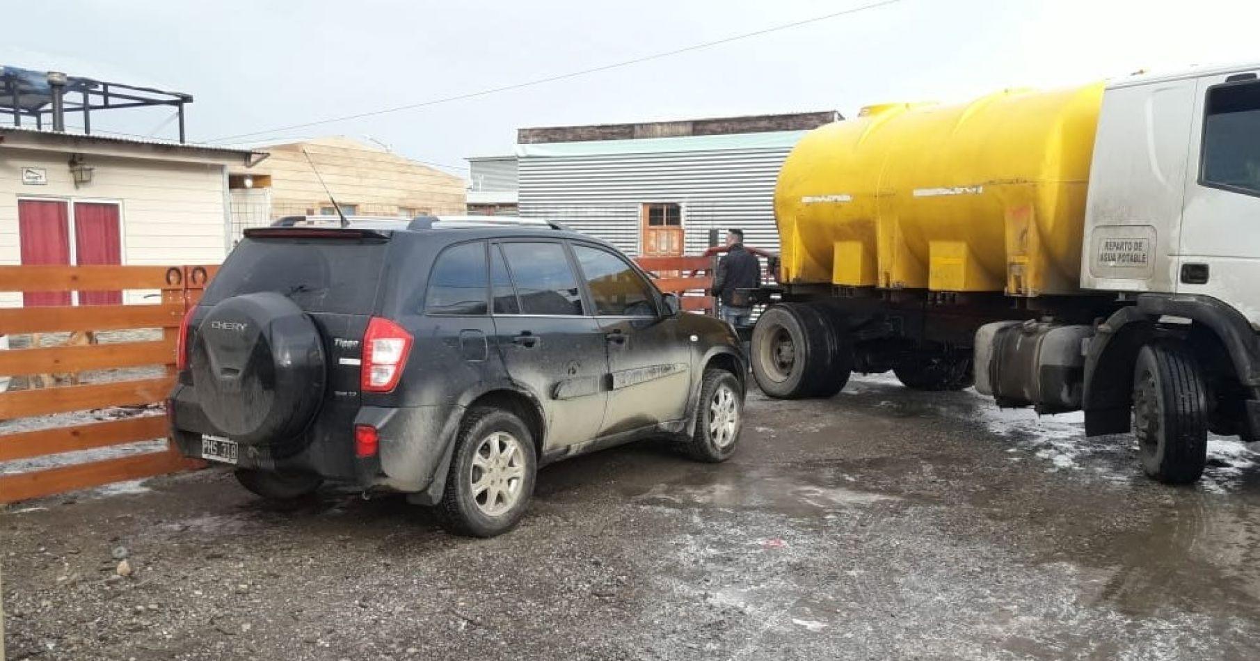 Distribución de agua a vecinos de los barrios de la Margen Sur