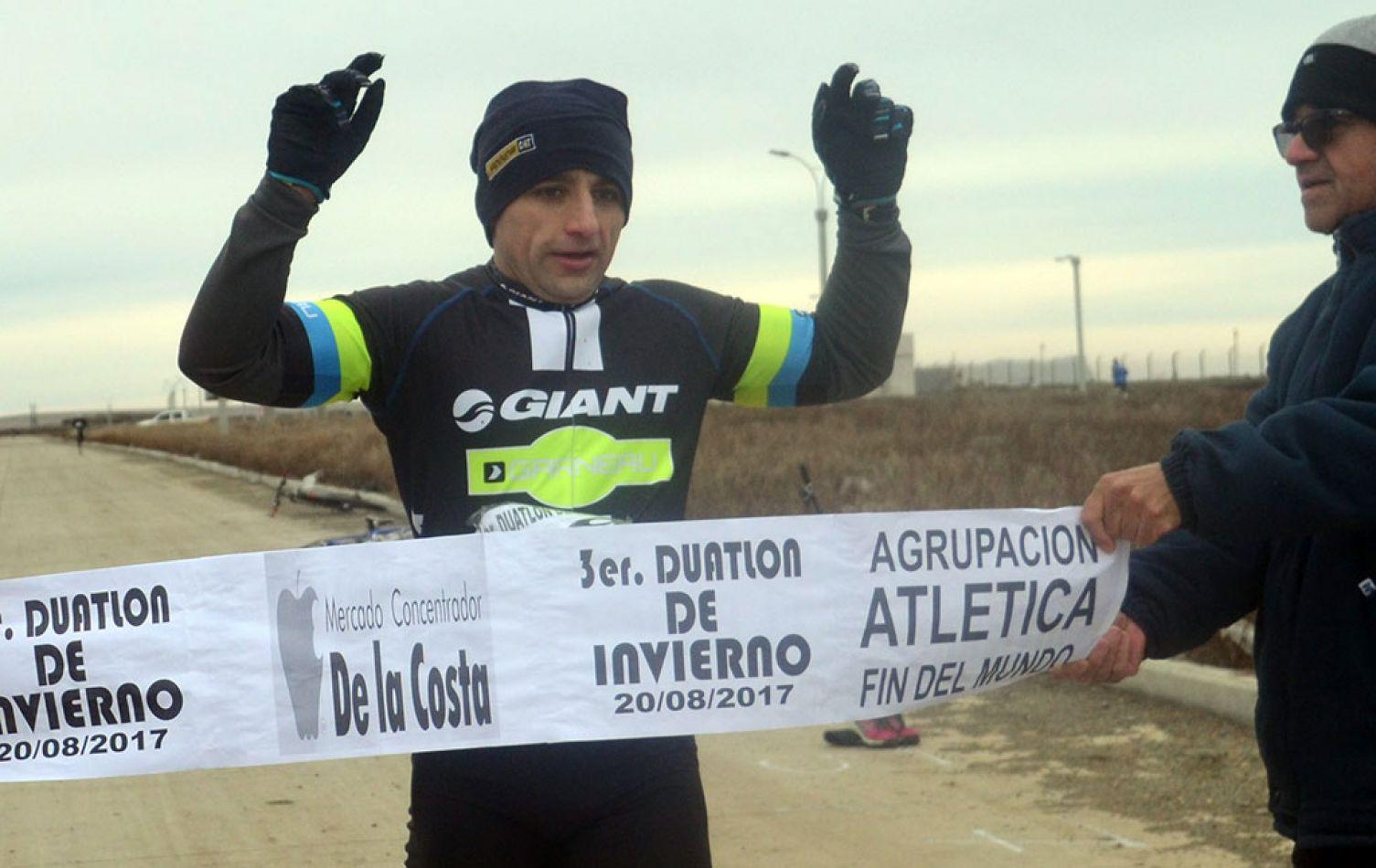 """2017. Leandro Pereyra (MTB) ganó la 3ª edición, en Altos de la Estancia: aventajó por 21"""" a Juan Cárdenas (Ruta)."""