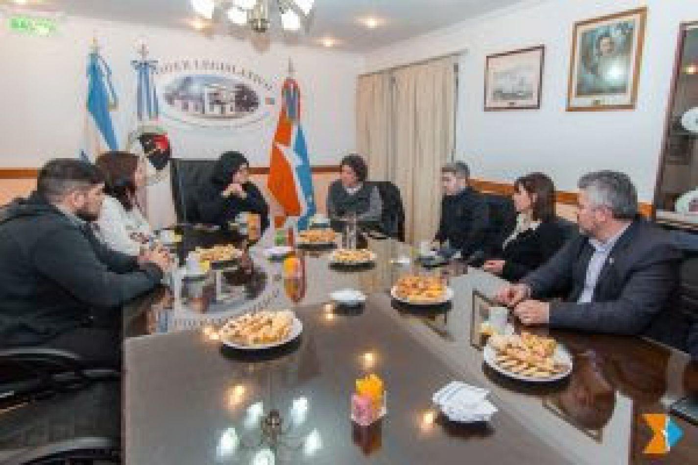 El periodista y sociólogo Pedro Brieger fue recibido en sede de Presidencia por las legisladoras Marcela Gómez y Angelina Carrasco