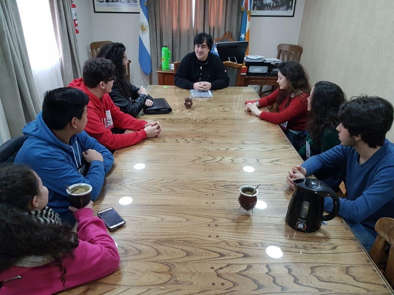 El concejal Nogar en reunión con estudiantes de distintas instituciones educativas