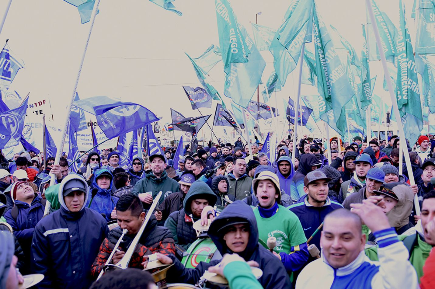 La Multisectorial 21F concretó masiva movilización en defensa de los trabajadores fueguinos