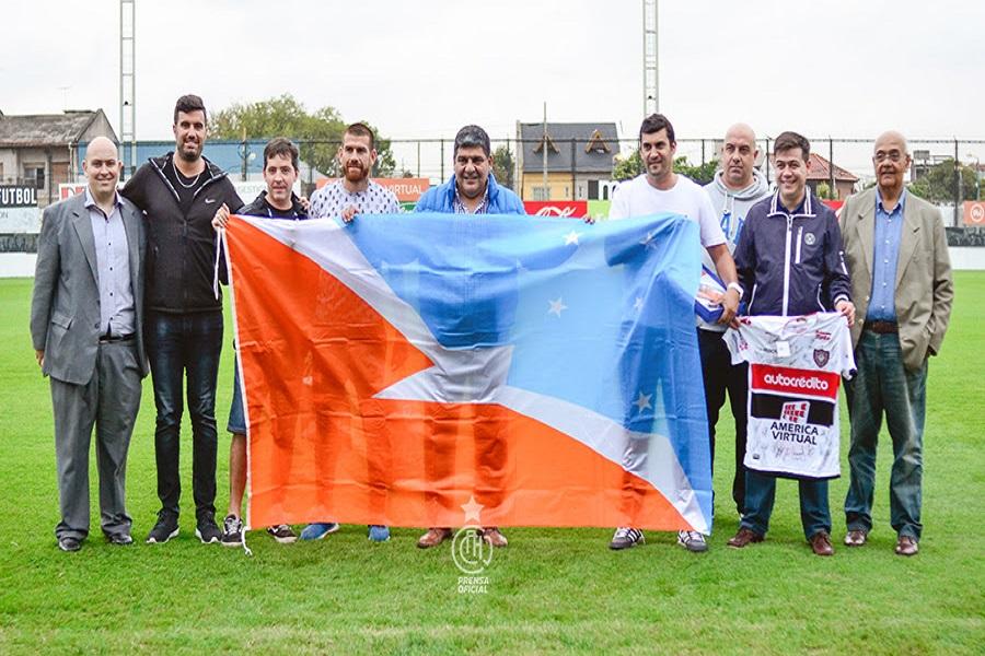 Arcando entregó bandera provincial al club Chacarita