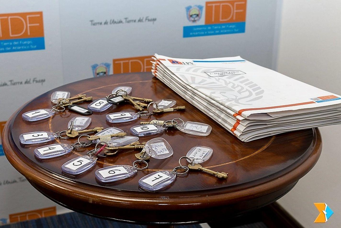 Fueron 11 las soluciones habitacionales que se entregaron en Casa de Gobierno.