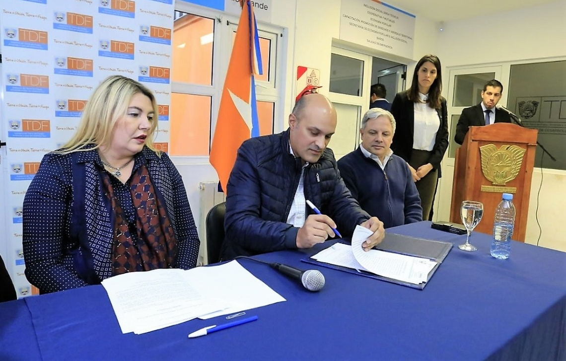 Se firmó el contrato para construir la planta de tratamientos cloacales