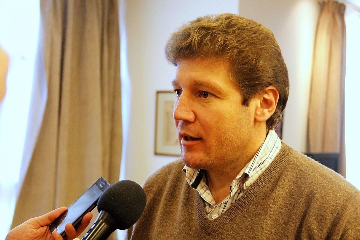Intendente Gustavo Melella.