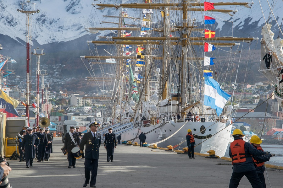 Cinco grandes veleros amarraron en el Puerto de Ushuaia