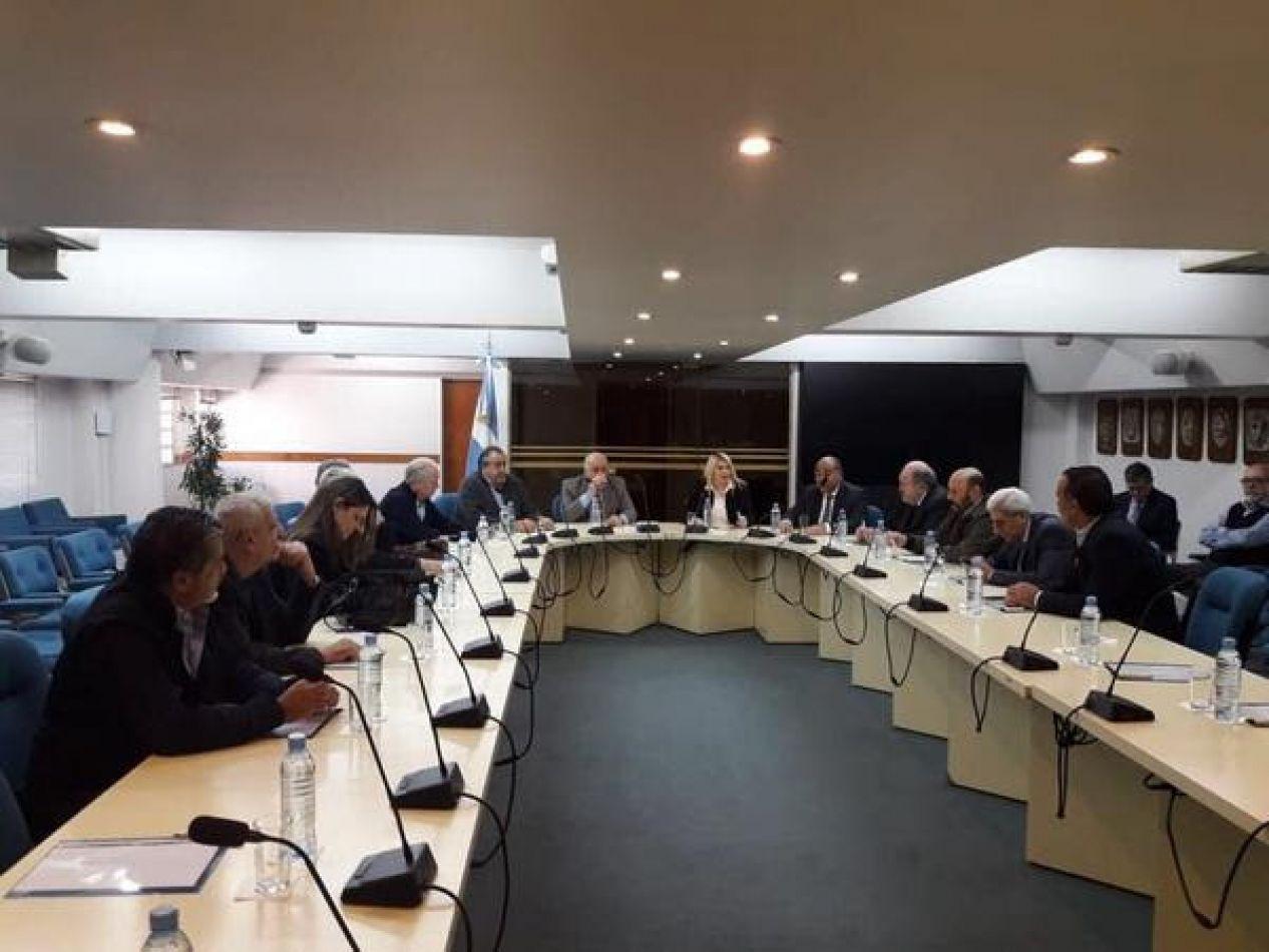 Lagobernadora Rosana Bertone reunida con gobernadores y sindicatos en la provincia de Buenos Aires