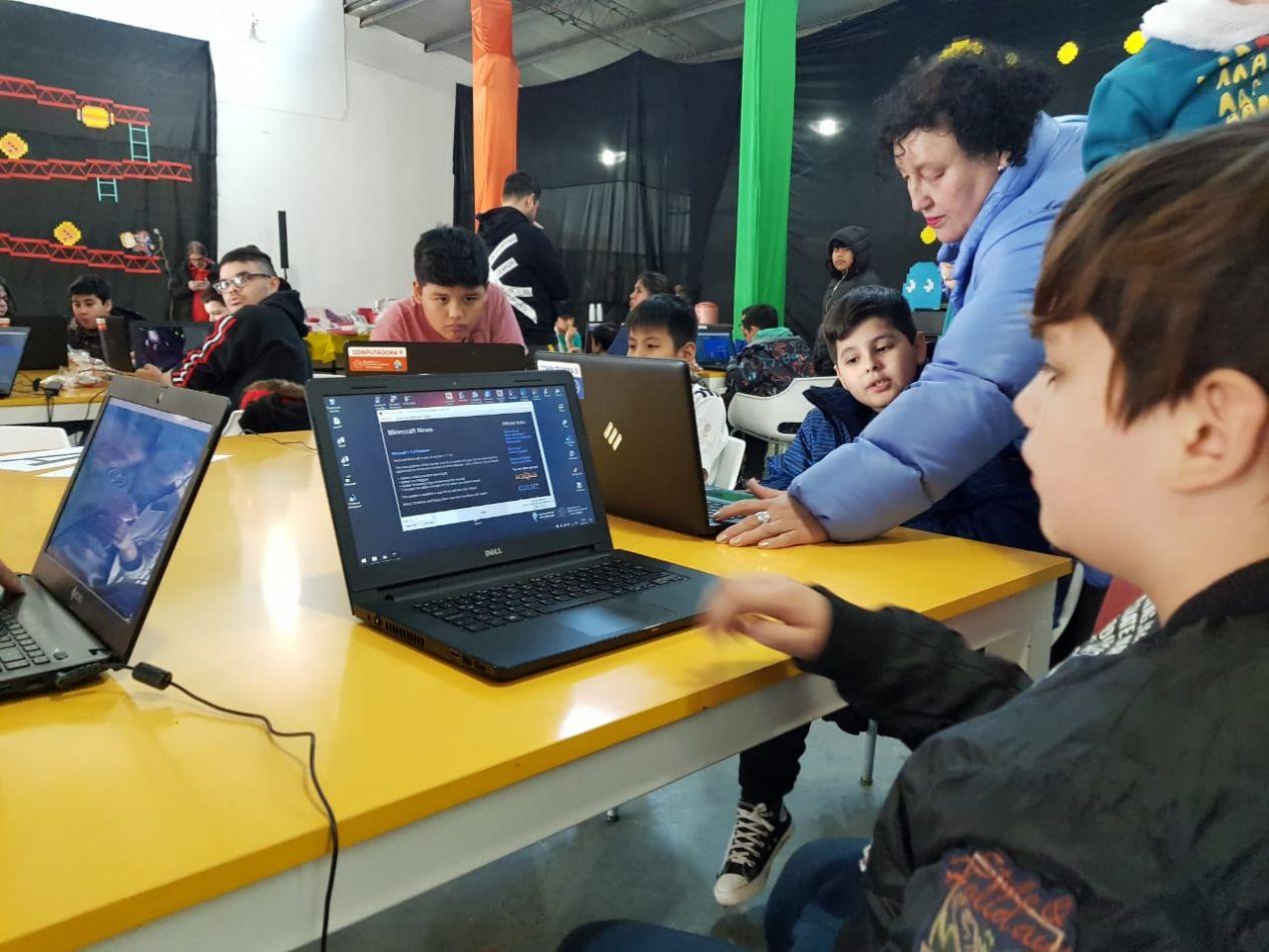Festejo en el Espacio para el Desarrollo Laboral y Tecnológico de Río Grande