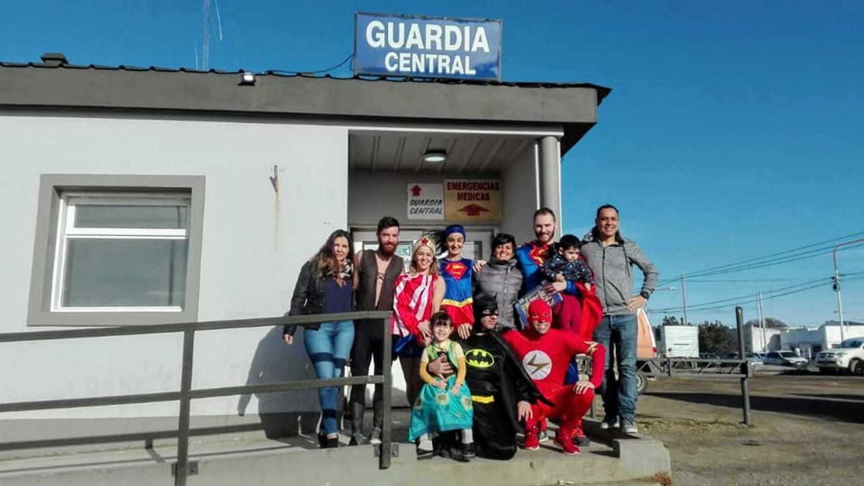 Los superhéroes visitaron a niños internados